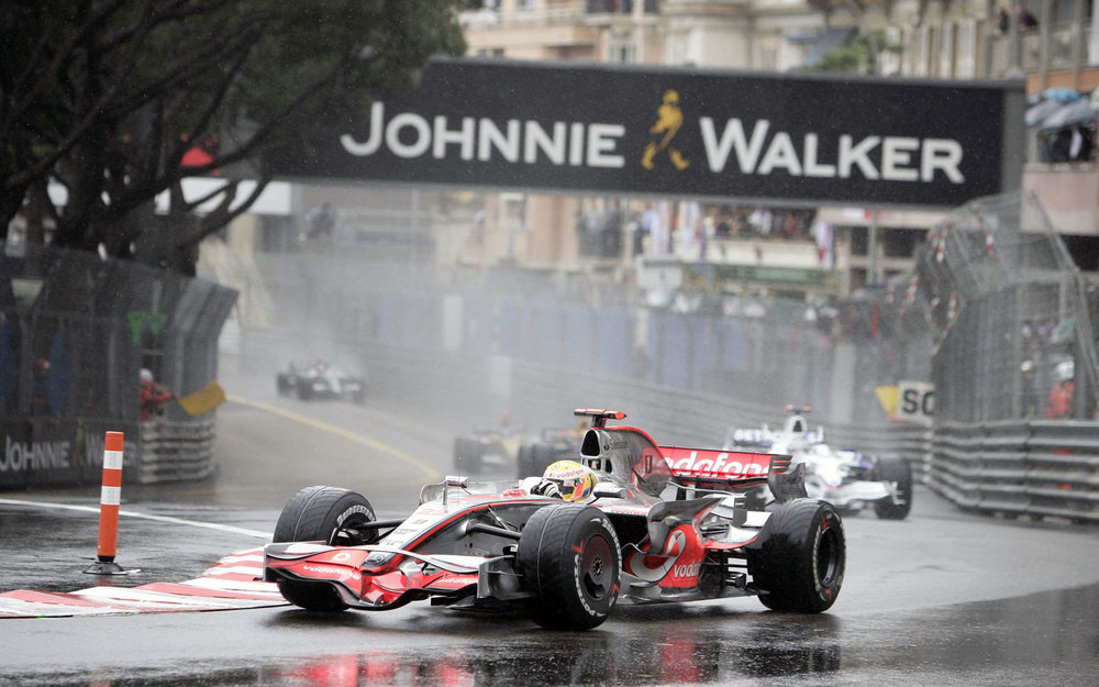 Hamilton leading from Kubica at the 2008 Monaco Grand Prix