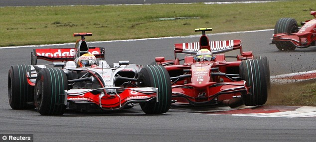 Massa and Hamilton making contacts at the 2008 Japanese Grand Prix