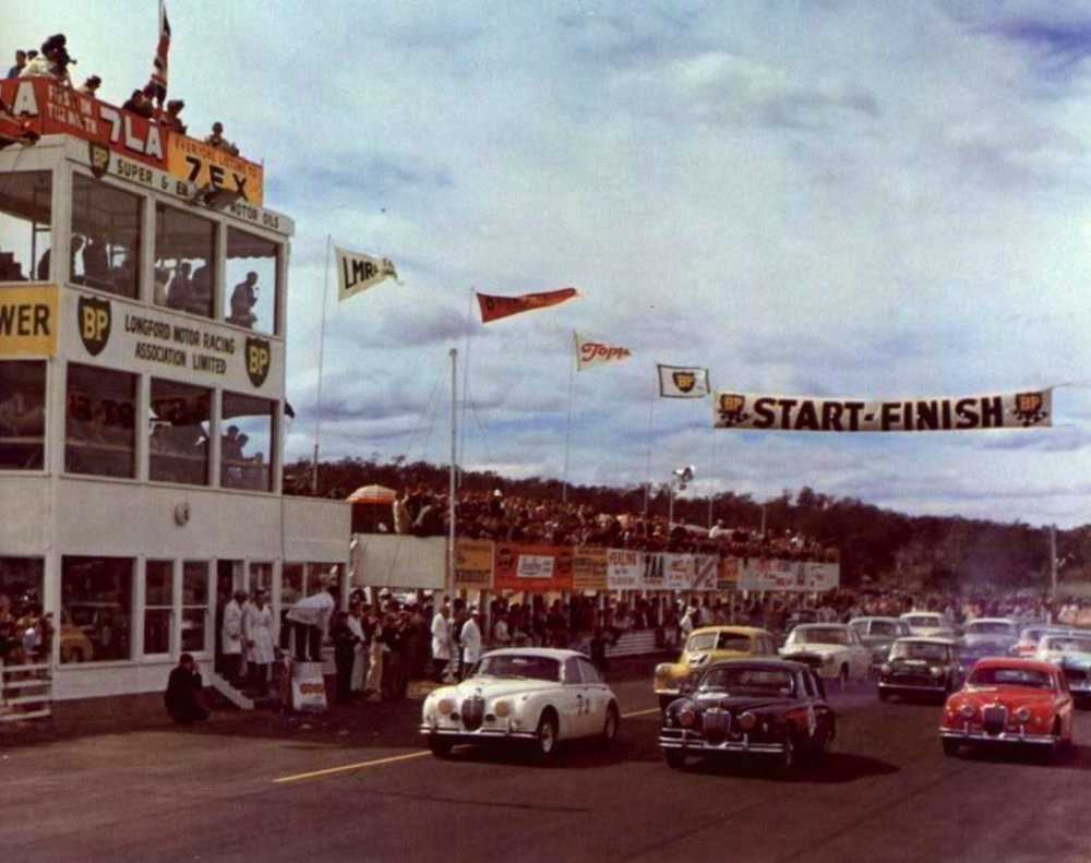 Start of the 1962 Australian Touring Car Championship at Longford.