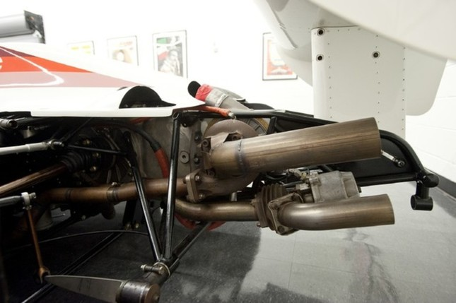 As with all Indycar designs, the turbocharger was mounted far back onto the gearbox.