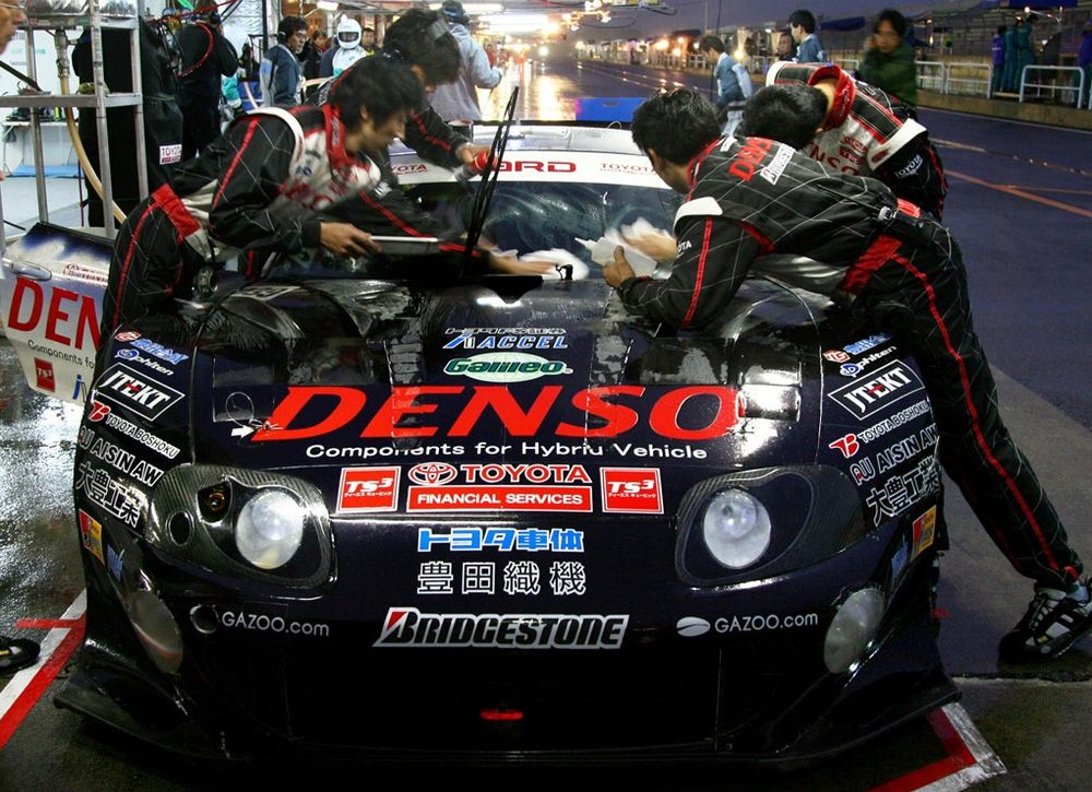 Nightly pitstop for the HV-R, Tokachi Racway 2007.