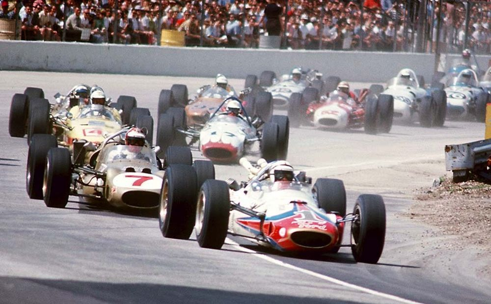 A.J. Foyt briefly leading the field in his modified Lotus 34.