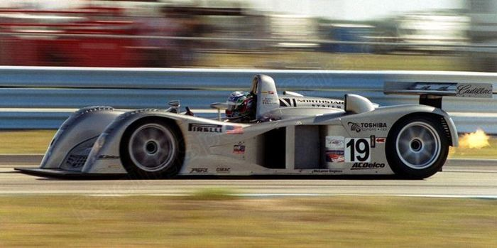 Max Angelelli flaming on, Sebring 2000.