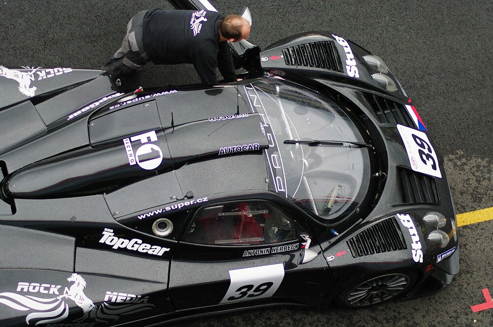 The large snorkel on the roof was one of the biggest changes to the Zonda's bodywork.