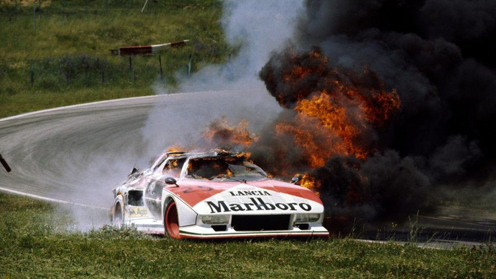 The #25 Stratos HF Turbo burning to a crisp, Zeltweg 1976.