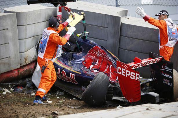 Carlos-Sainz-crash.jpg
