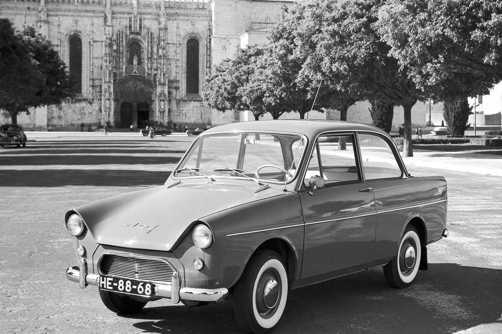 The 1959 DAF 600, world's first CVT-powered car
