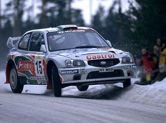 Alister McRae braving Sweden's famous snowbanks, 2000.
