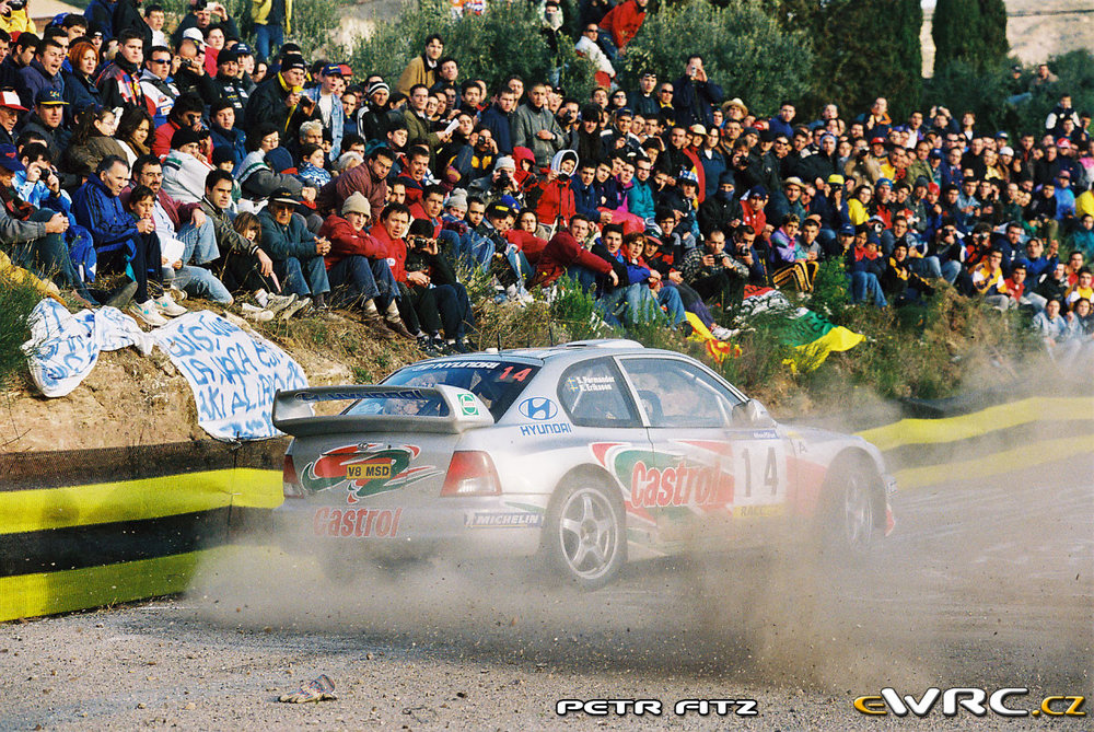 Kenneth Eriksson giving his all, 2000 Rallye de Catalunya.