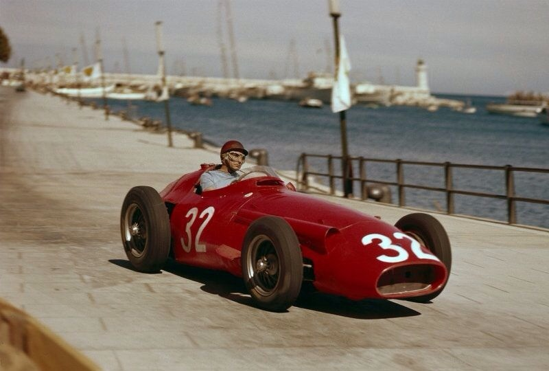 Fangio driving his Maserati 250F on his way to victory during the 1957 Monaco Grand Prix (Pic: primotipo.com)