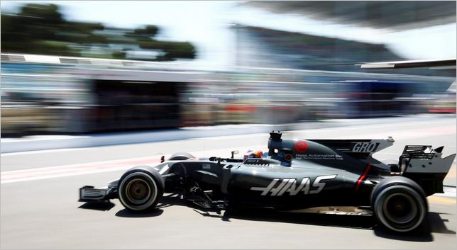 The lack of sponsorships can be seen clearly on the Haas VF-17 (Pic: automobilsport.com)
