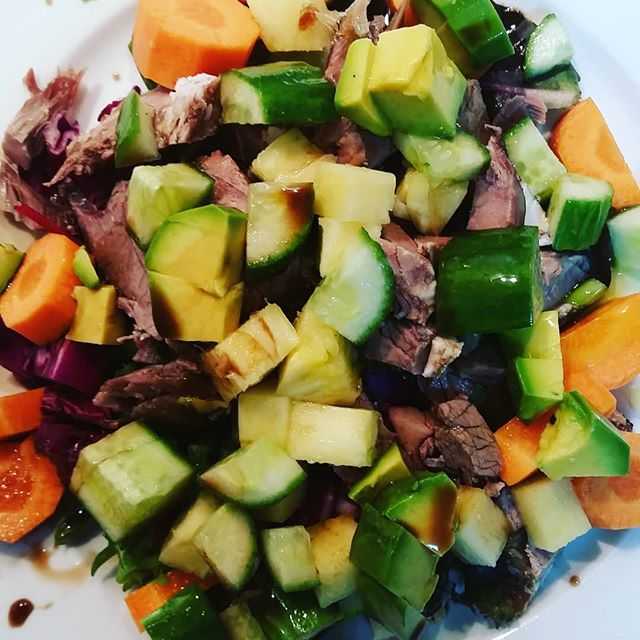 #quickdinner #aip  Organic salad mix, carrot, cucumber, avo, 🍍, leftover roast lamb,  red cabbage, spring onion, balsamic vinegar, olive oil  Sweet potato chips still cooking in oven!  #functionalnutritionandlifestylepractitioner  #rediscover_your_wellness