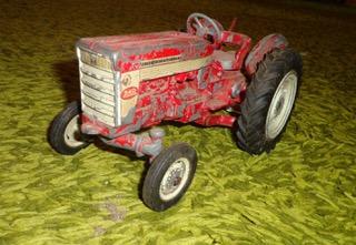 International 340 Utility tractor.jpeg