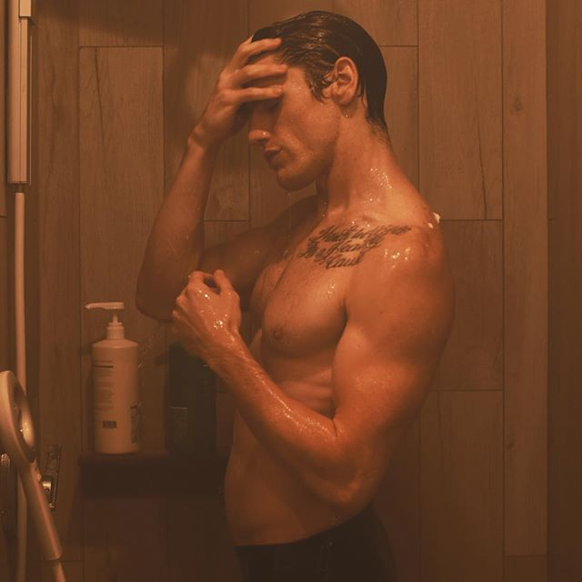 It's a dirty world, stay clean. . 📷: @cedricterrell 🙌 . @orlandopita @thebrrrn . #feelthebrrrn #coldture #orlandopita . #model #shower #fitness #monday #mondaymotivation #IamtheLight #abs #actor #effort