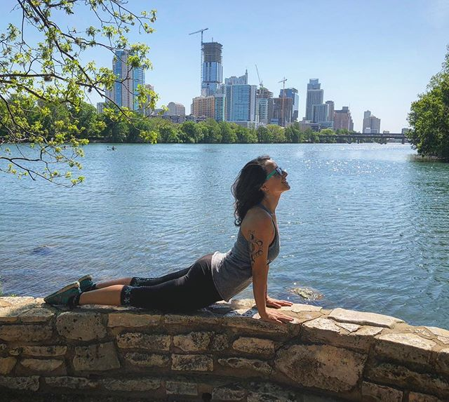 The whole Universe unfolds itself in between an inhale and exhale... ✨ Dwell in it. 💖⁣⁣ ⁣⁣ ⁣⁣ #YogaWithErinda#Yoga#Presence#Breath#BeHereNow#NatureTherapy#Yoga#Meditation#Pranayama#ATX#LadyBirdLake#CityView#KeepItWild#OptOutside#UpwardFacingDog#UrdhvaMukhaSvanasana#Asana#Yogasana#YogaOutside#ATXYoga#YogaGirl#YogaEveryDamnDay#YogaEverywhere