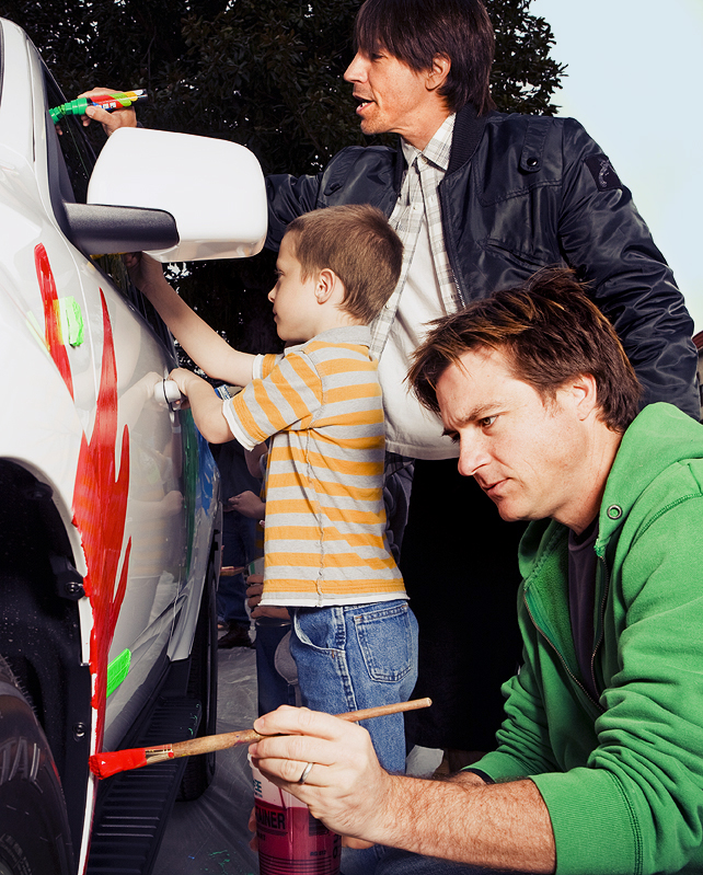 Anthony Kiedis and Jason Bateman painting with the kids