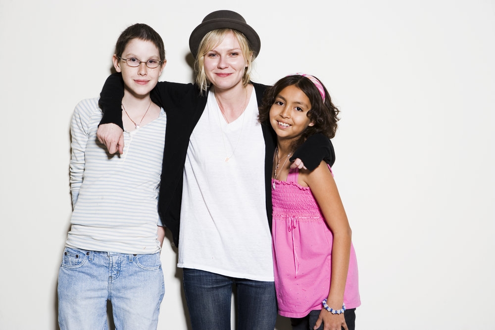Kirsten Dunst and 2 girls.jpg