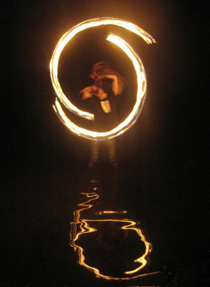Fire_dancing_in_the_water_20060623_TVR.jpg