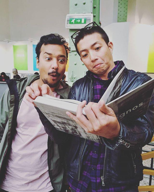 #steidl Asia Book Award winners Jake Verzosa (@jakeverzosa ) and Kapil Das (@need_for_eid ) in awe 😂🙌 #signos by @vjvillafranca #mapabooks #parisphoto2017