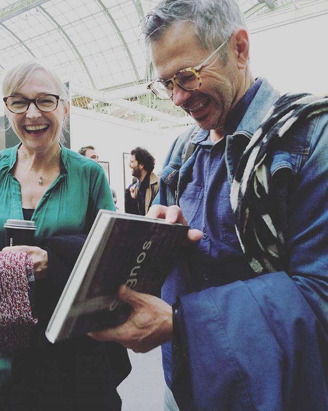 Our amazing designers Teun van der Heijden @teunvdh and Sandra van der Doelen seeing #signos by @vjvillafranca for the first time! ❤❤❤ #mapabooks #vjvillafranca #signos #parisphoto2017