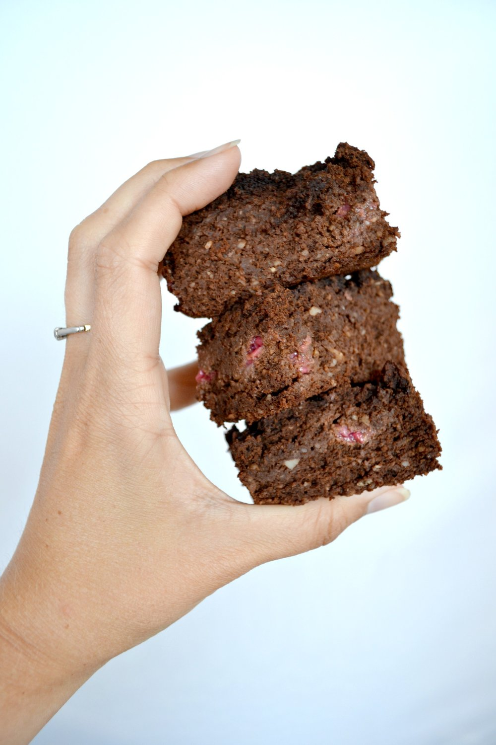 Chocolate and raspberry chickpea brownies | The Flourishing Pantry | healthy eating recipe blog
