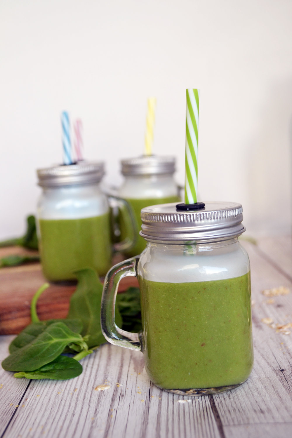 Apple pear and wheatgrass smoothie | The Flourishing Pantry