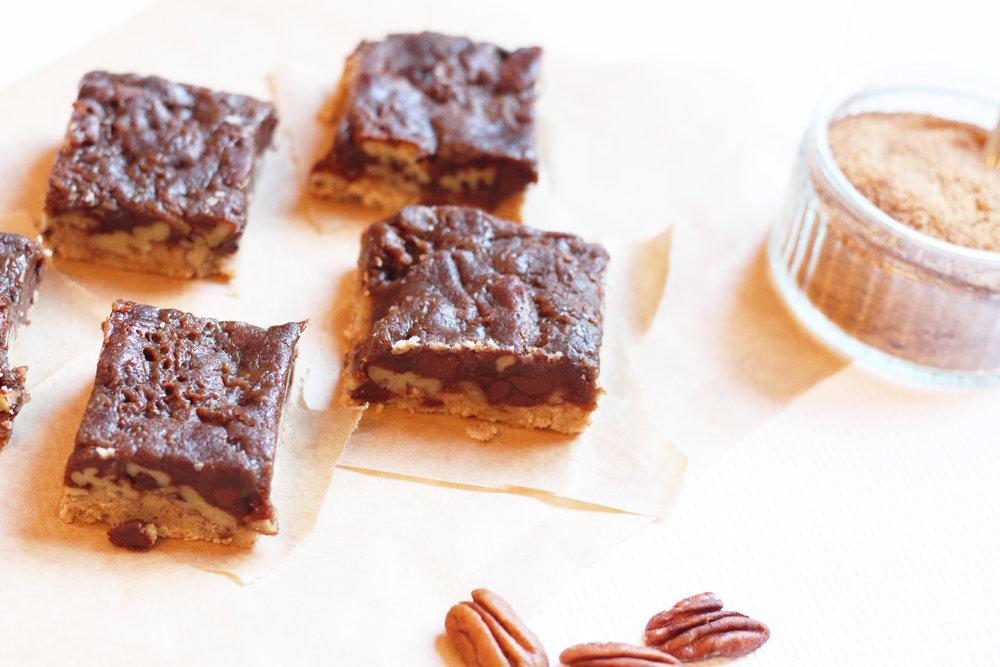 Healthy Pecan Pie Bars | The Flourishing Pantry
