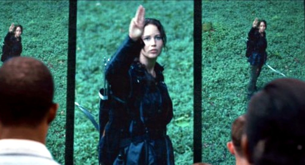 hunger-games-katniss-three-middle-fingers.jpg