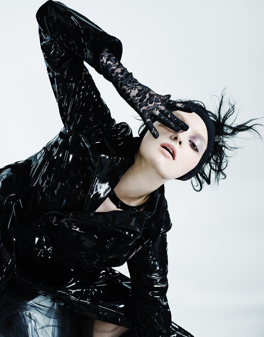 Coat: Noir Kei Ninomiya. Choker: 1/2 UN-DEMI
