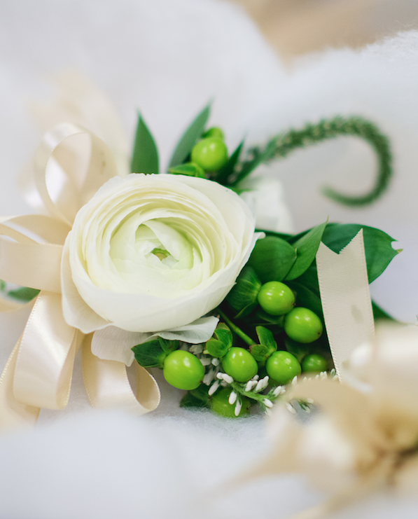 Simply stated in ivory and green for a Irish themed wedding I www.avenueievents.com.png