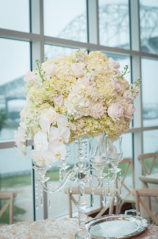 Crystal and white floral for a sophisticated style www.avenueievents.com.jpg