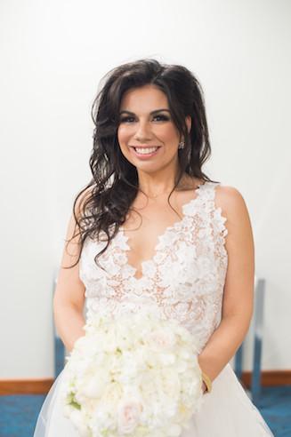 Gorgeous Lazaro bridal and amazing bouquet www.avenueievents.com.jpg