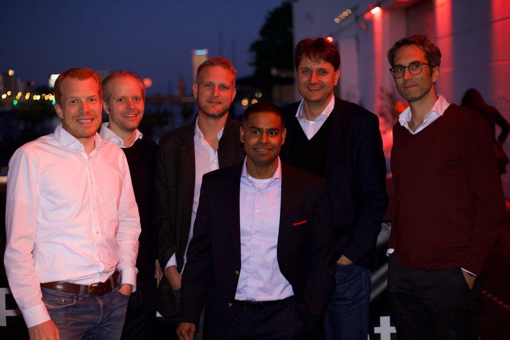 Die Sponsoren v. l.: Jan Kaniess (PAYONE), Timo Glaser (commehr), Malte Warczinski (Empaua), Rayan Tegtmeier (TAF Group), Lars Heucke (nexnet) und Sven Hock (Service Partner One).