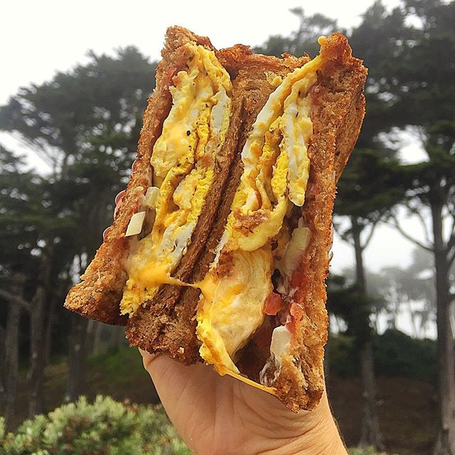 Breakfast dog with a hint of fog☁️. Our breakfast sando on whole wheat w/ a sprinkle of onions and some relish! 🥚🥓🧀 #sogood #foodporn #delicious #karlthefog #golffood #golf #hotdogbills #olympicclub