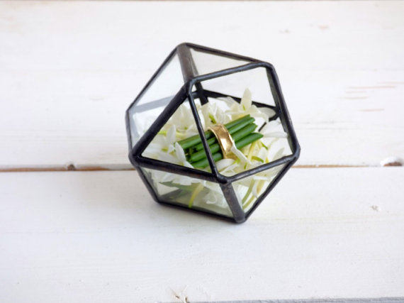 Haloney Rakia geod terrarium ring box.jpg