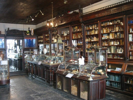 new-orleans-pharmacy-museum-1-5K3Zy2.jpg