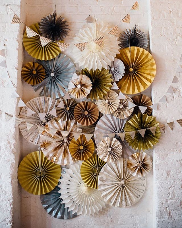 Can't get enough of these paper pinwheels featured a while ago on @rocknrollbride. Colors, textures, and shadows are just 👌🏼!!