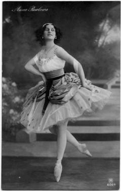 Anna_Pavlova_1912.jpg