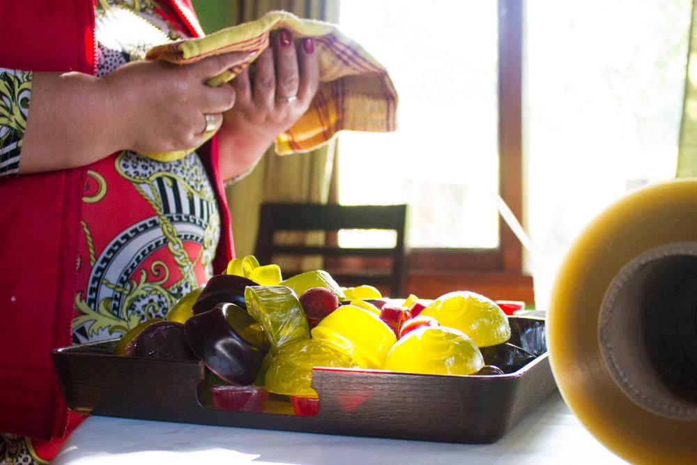 Las mujeres venden el jabón a visitantes de la comunidad y en la feria en Temuco.