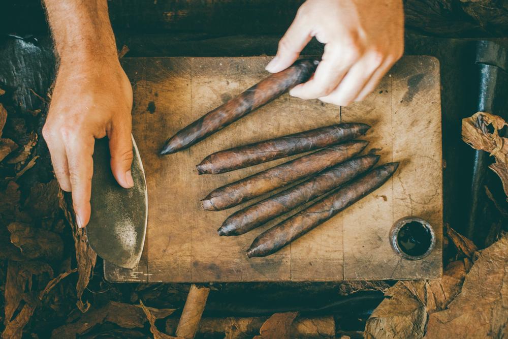 Granada-Cigar-Rolling.jpg