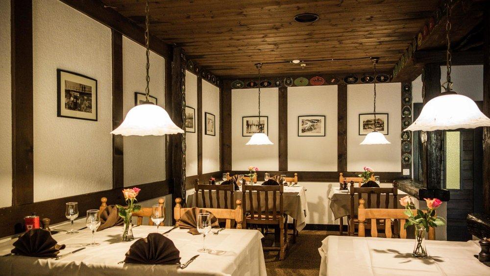 Peppino Le Peppino est le restaurant de l'Eurotel.. D'une cuisine élaborée passant par des mets du terroir jusqu'à la traditionnelle pizzeria, ce restaurant propose un agréable service avec une cuisine variée. Fermé samedi midi et dimanche N° téléphone : + 41 24 495 31 31