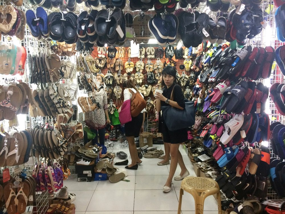UKAY-UKAY SHOPPING  Photo by @ seekertravels