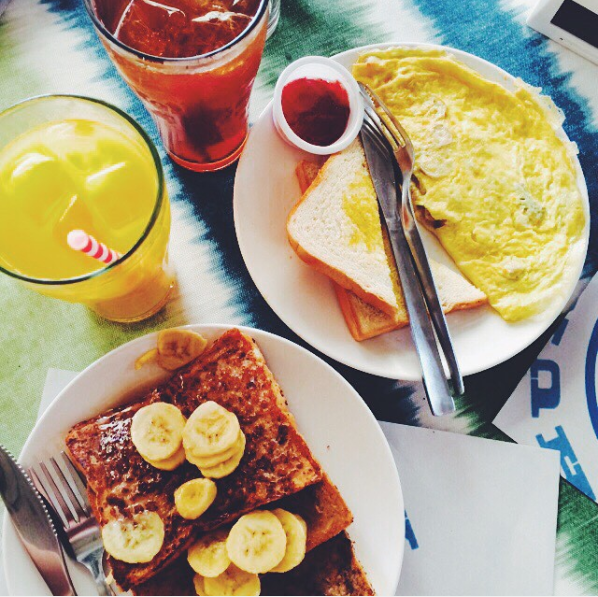 9:00 AM BREAKFAST AT HUNGRY SURFER BY BAY'S INN   Photo by @  seekertravels