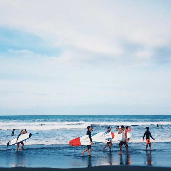 SURF LESSONS  Photo by @ neomark