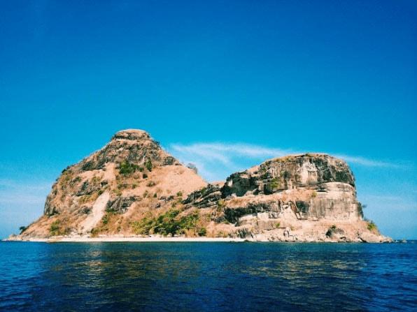 CAPONES ISLAND  Photo by @ alfiandokrishna
