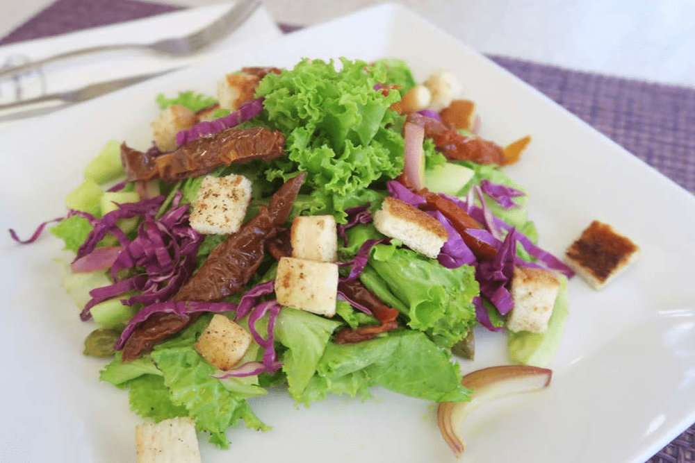 Where to eat in Baguio - Everything Nice (house salad)