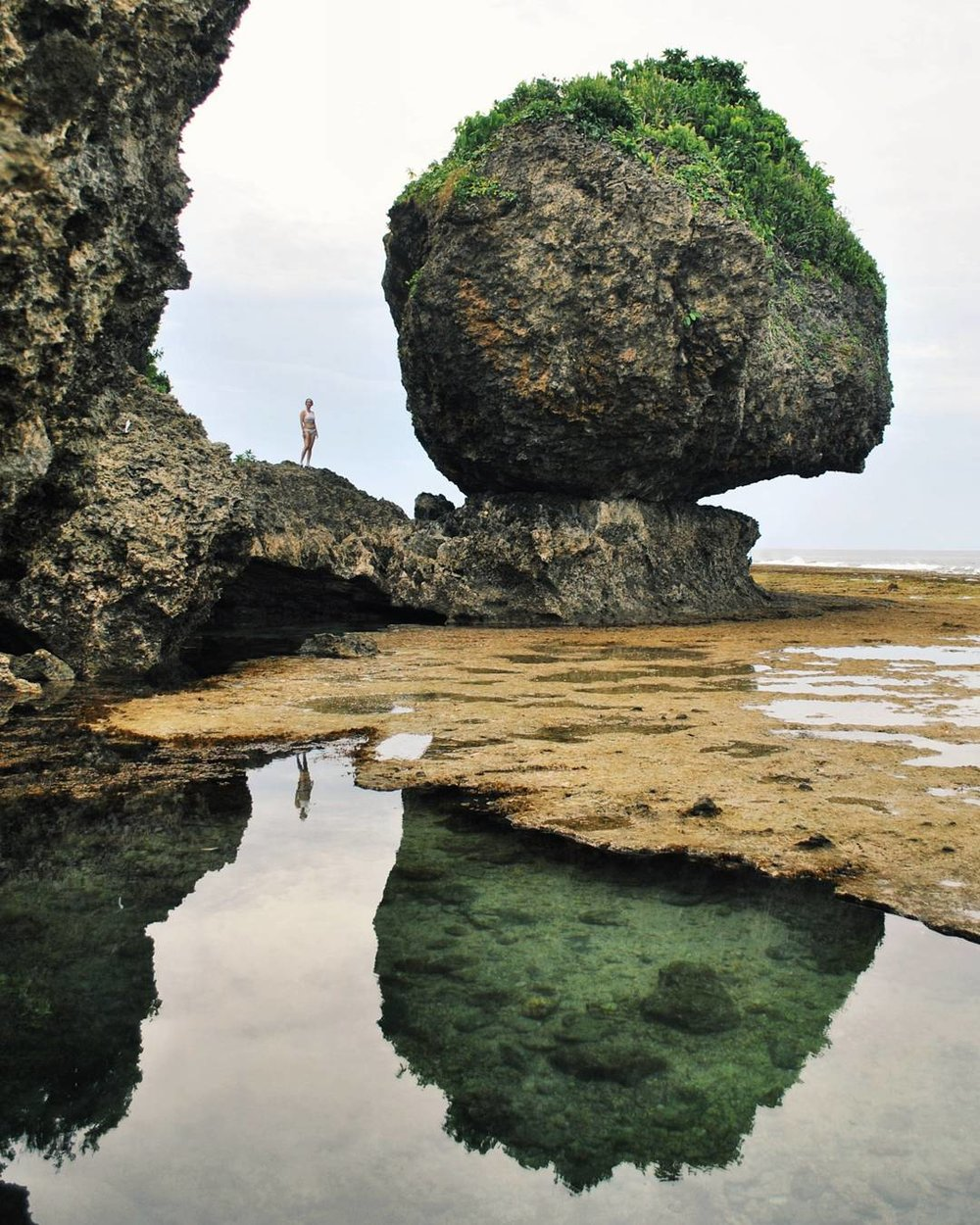5:00 PM MAGPUPUNGKO ROCK POOLS  Photo by @ fonsfavis