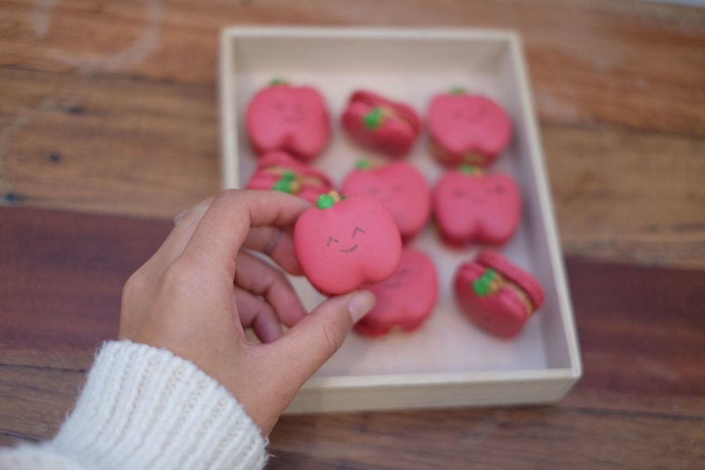 Apple-arons   An Apple a day keeps the doctor away,does this still apply for macarons?