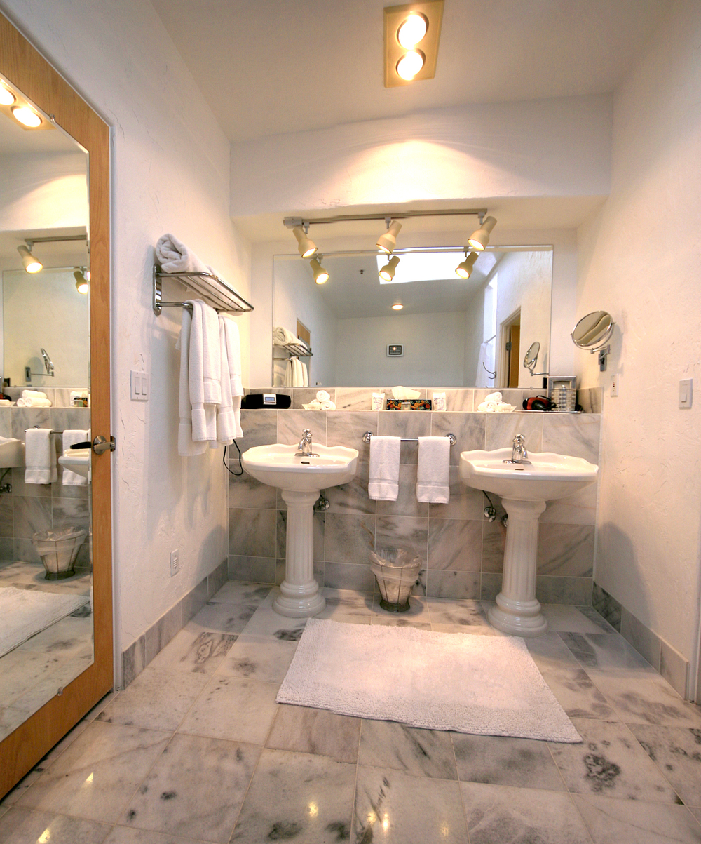 37-bathroom-02.jpg