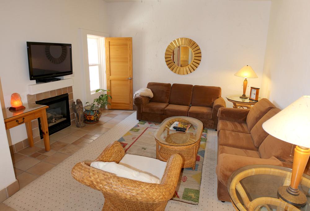 37-livingroom-02.jpg